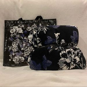 NWT Throw Blanket and Tote Gift Set-Frosted Floral